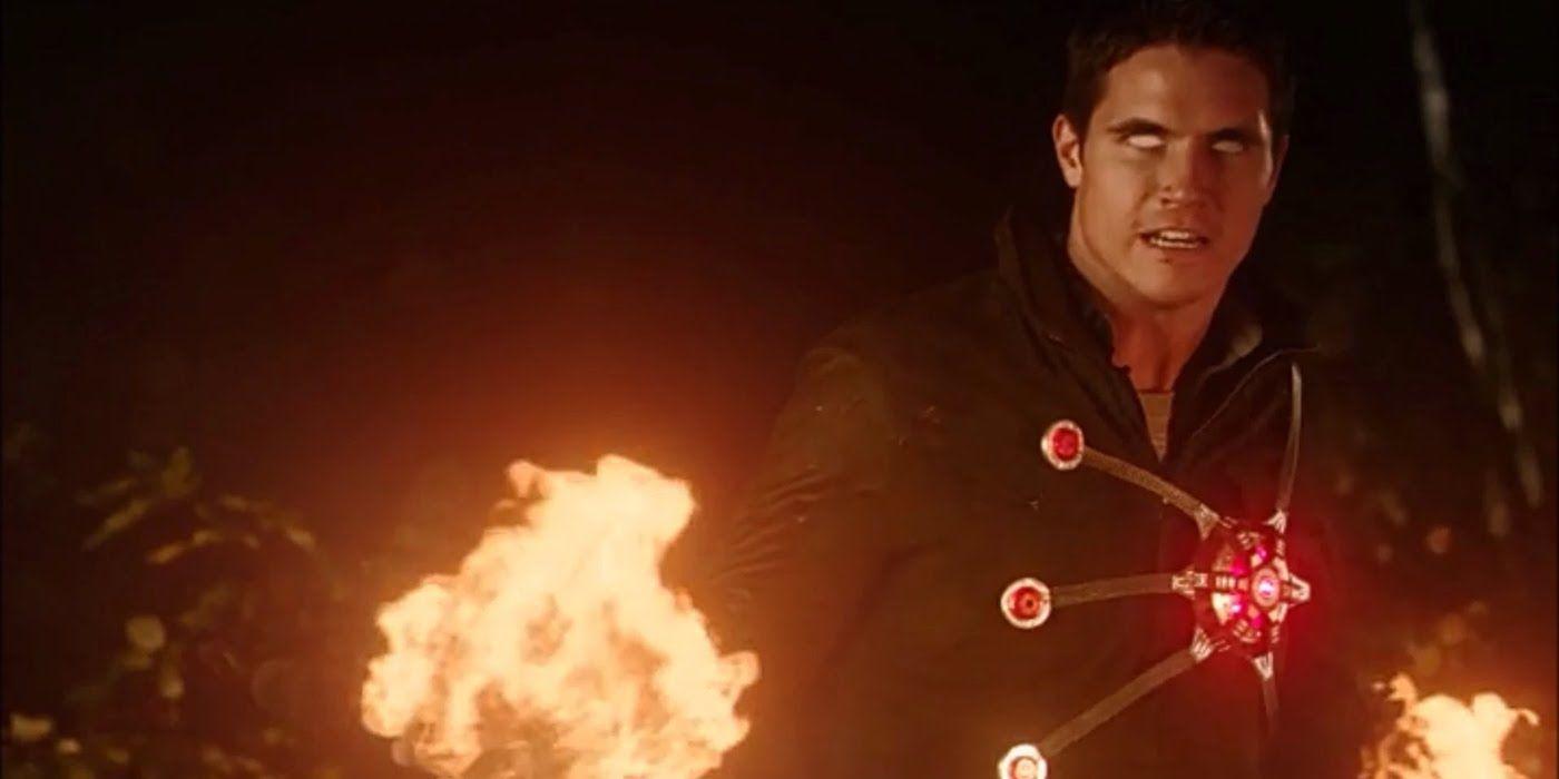 The Flash: Robbie Amell Teases Firestorm Return Details