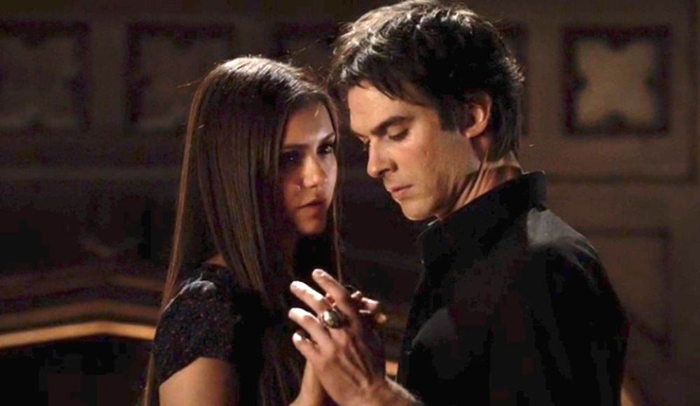 do elena and damon ever hook up