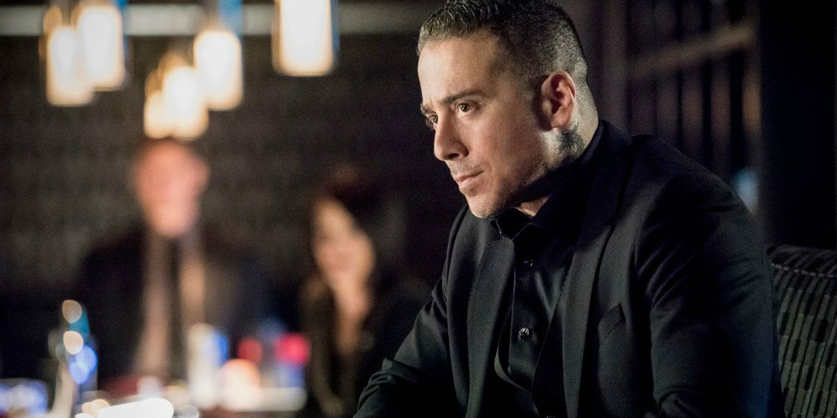 Arrow 'Shifting Allegiances' Trailer: Oliver vs. Diaz