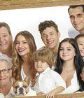 Modern Family Cast Recreates 2009 Group Photo Before Final Season