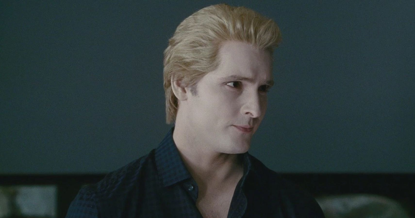 Twilight: 20 Wild Details Only True Fans Know About Carlisle