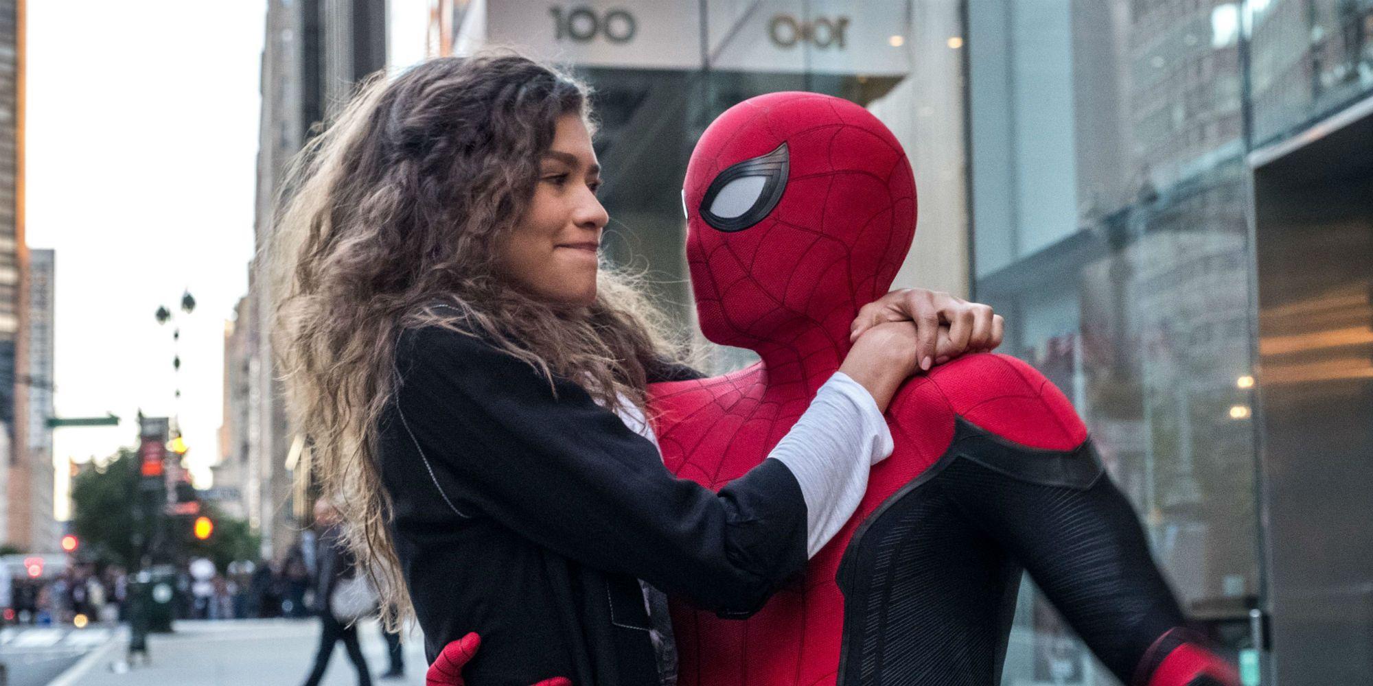 Spider-Man 3 Set Photos Reveal Tom Holland's Updated MCU Suit