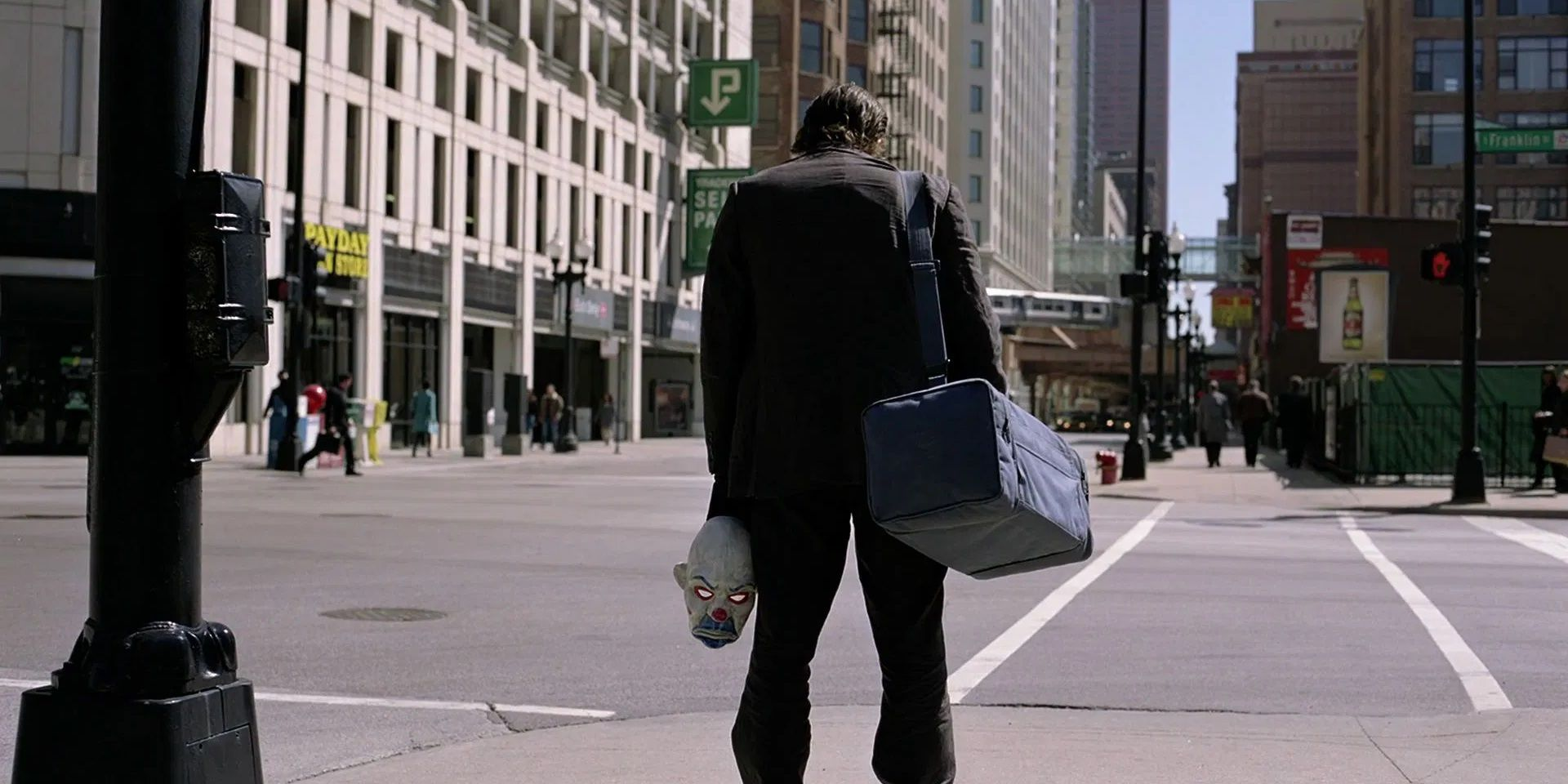 The Dark Knight: 5 Ways The Opening Scene Is Perfect (&5 The Ending Is)
